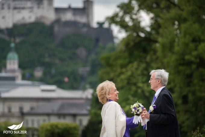 Paarfoto bei Hochzeit in Mirabell, Salzburg